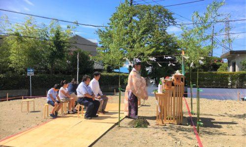 地鎮祭に参加する人たち